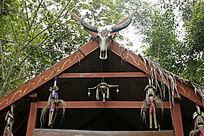 克木人村寨民居牛头装饰