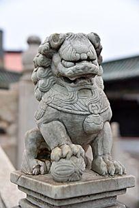 栏杆狮子雕像