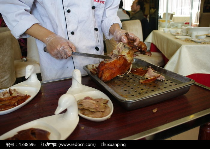 烹饪北京烤鸭图片