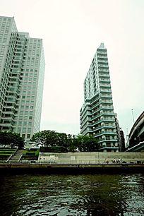 隅田川边板式楼