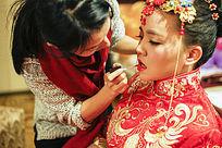 中国传统新娘梳妆