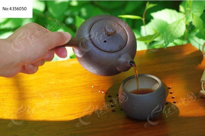 倒茶图片,高清大图_酒水饮料素材