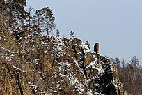 山峰上的巨石