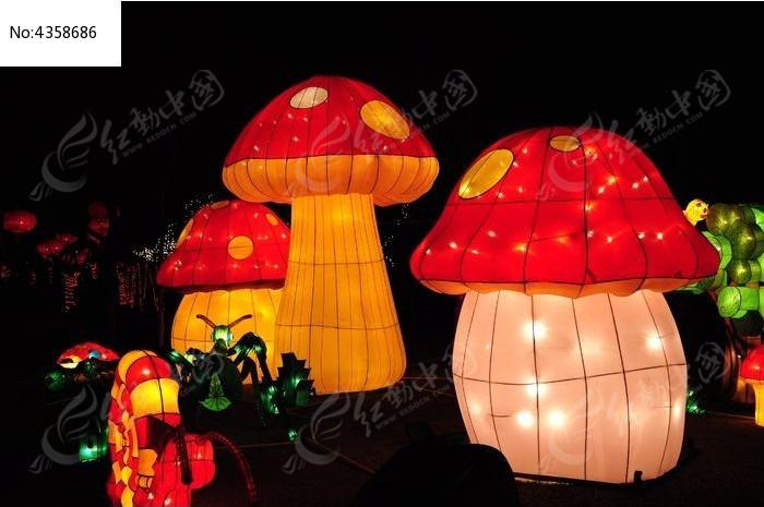 节日里蘑菇形状的花灯2