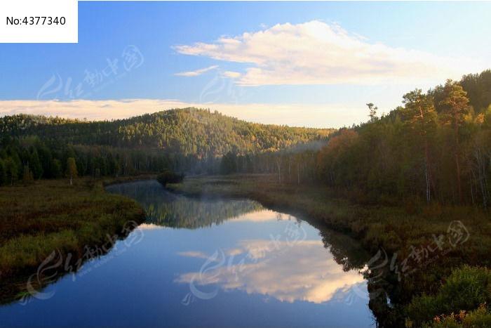 大兴安岭秋河风光图片