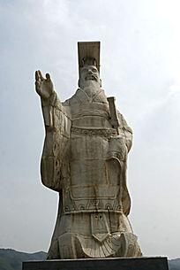 秦始皇威严的雕像
