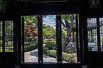 园林建筑的木头门窗
