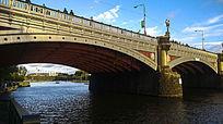 复古跨河大桥