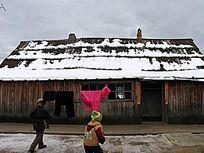 华俄后裔家庭木刻楞房子