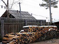 华俄后裔院落和烧柴柈子