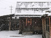 雪中的木刻楞房子