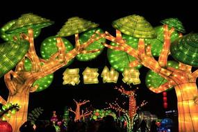 绿色大树彩灯门