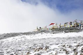 香格里拉的雪山山峰