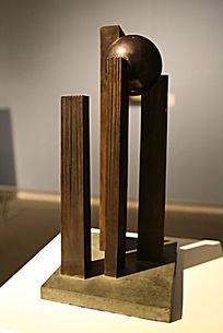 立柱和圆球雕塑