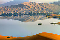 巴丹吉林沙湖壮美风景