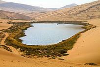 巴丹吉林沙漠湖泊