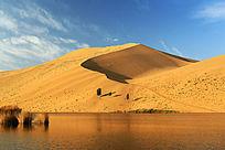 巴丹吉林沙山和湖泊