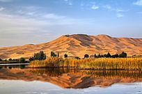 巴丹吉林沙山与湖泊