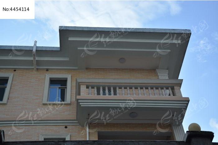 别墅屋檐窗户图片