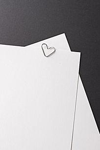 心型回形针和信纸情书