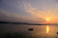 汉江上的小船