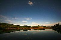 星空下的森林湖
