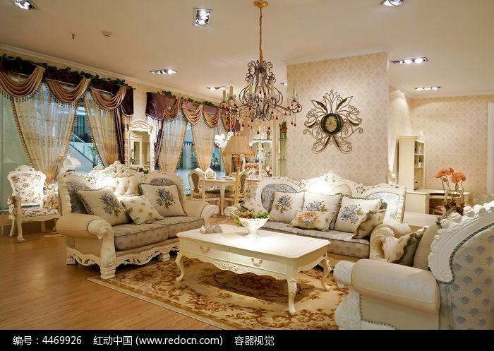 富丽堂皇的欧式家具展厅图片