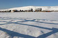 冰雪覆盖的村庄