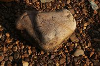 沉睡的石头