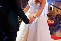 婚礼现场新人手拉手