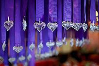 温馨典雅的婚礼现场心形水钻装饰吊坠
