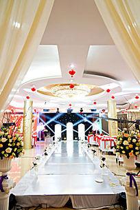 温馨时尚的婚礼舞台现场布置