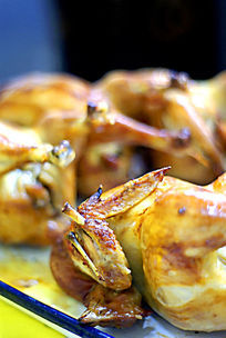 香炸金黄色的鸡翅