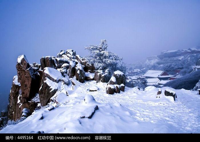 自然風景 山峰山脈 大雪覆蓋的泰山極頂風光  請您分享: 素材描述:紅