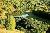 湿地清澈的湖泊