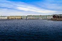 俄罗斯风格建筑和蔚蓝的港口