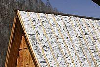 桦树皮做房顶的民居