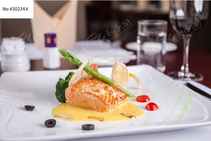 香煎三文鱼_香煎三文鱼扒_美食资讯_东莞时尚网