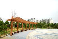 城市广场上的休息长廊