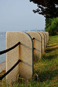 弥河畔的围栏