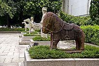 深圳博物馆门前的石雕文物