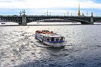 俄罗斯圣彼得堡港湾船舶和桥梁风光