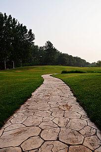 高尔夫球场的石板路