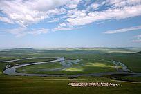 呼伦贝尔草原河湾羊群