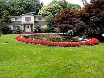 大草坪的别墅