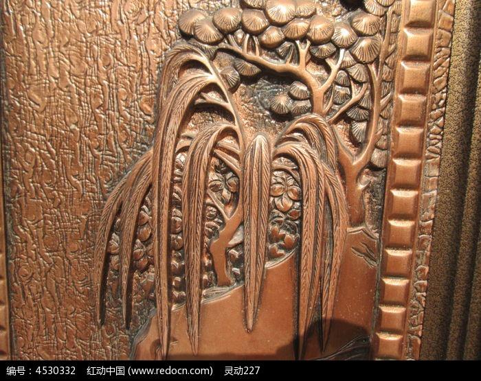 原创摄影图 动物植物 树木枝叶 门上的柳树雕刻素材