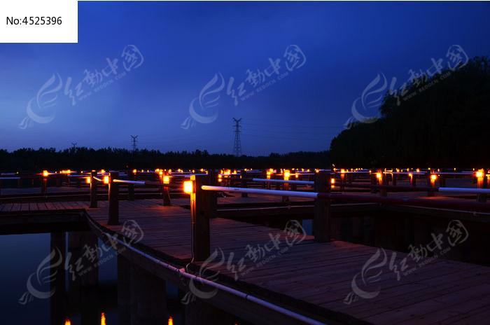 弥河上的木栈桥夜景