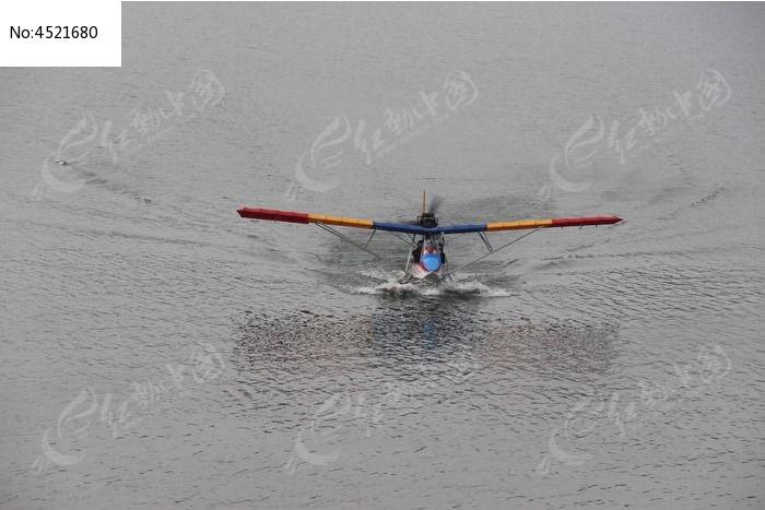 水上的飞机图片