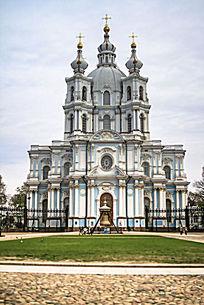 斯莫尔尼教堂正门景观