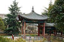 园林公园内的四角亭